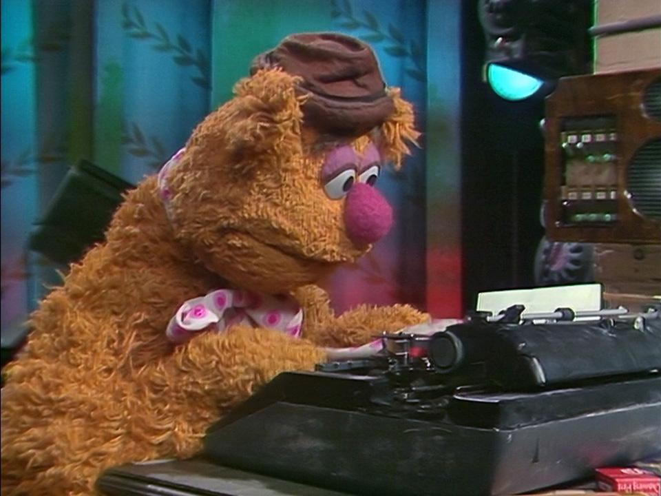 File:Fozzie-typewriter.jpg