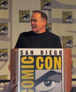 File:Davegoelz-comiccon2008.jpg