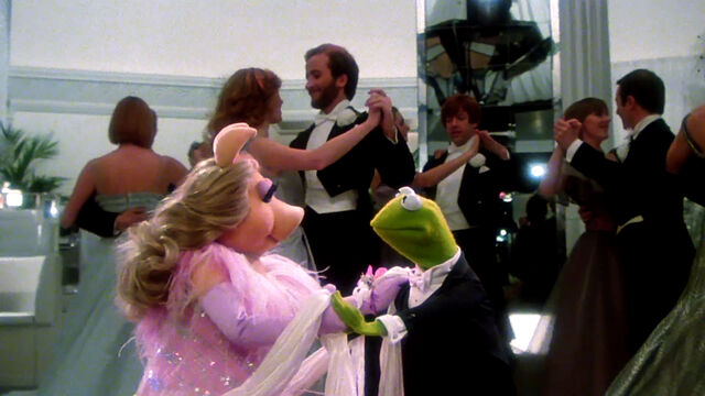File:Piggy and Kermit.JPG
