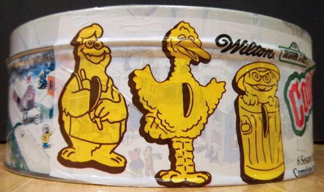 File:Wilton 1979 cookie cutters tin 6.jpg