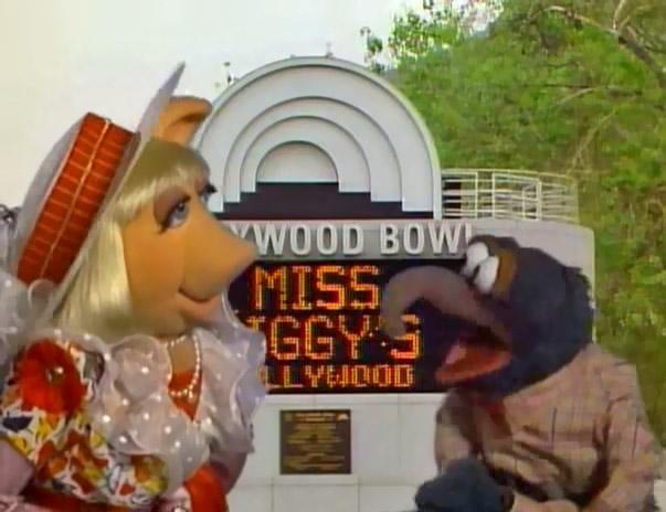 File:Hollywood Bowl Piggy Gonzo.jpg