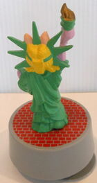 Presents 1990 miss piggy statue of liberty music box 3