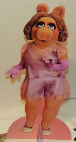 File:Colorforms 1980 miss piggy paper doll set 3.jpg