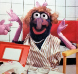Gonzo in drag