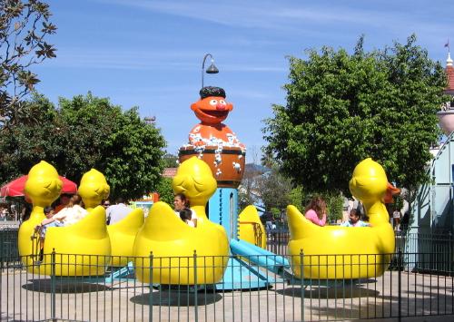 File:Parque-plaza-sesamo-rubber-duckie.jpg