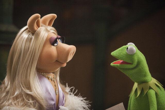 File:Themuppets2011still kerpiggy2.jpg