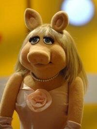 TF1-MuppetsTV-PhotoGallery-04-MissPeggy