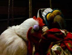 TheMuppets-(2011)-Gonzo&ChickensGrowingEyelids