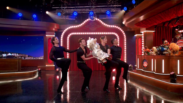 File:TheMuppets-S01E05-Piggy&Dancers.png