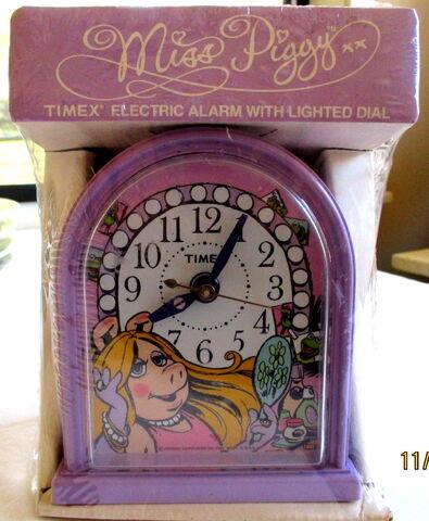 File:Timex 1982 miss piggy clock.jpg