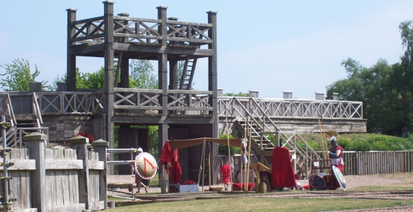 File:Lunt Fort main gateway.jpg