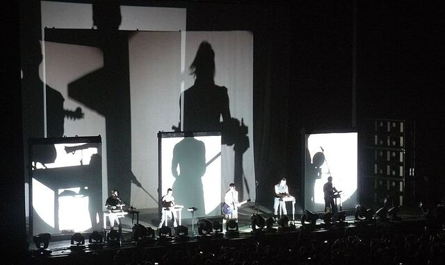 File:Nine Inch Nails, live at Mediolanum Forum, Milan 28-08-2013 (cropped).jpg