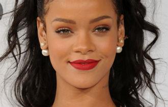 File:Rihanna 330x210.jpg