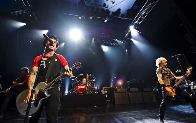 File:Green-day-performing-live-14.jpg
