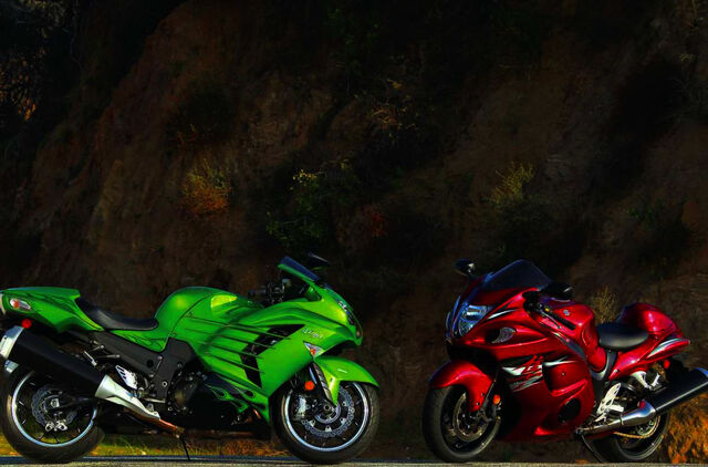 File:146-1206-02-z comparison-test kawasaki-ZX14R-and-suzuki-hayabusa.jpg