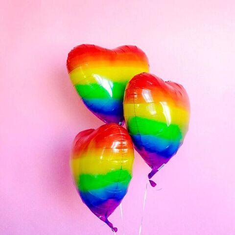File:Los globes de muchos colores y en la forma de heart.jpg