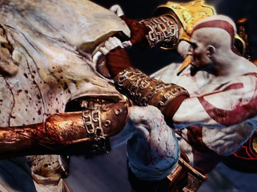 File:Kratos vs a Cyclops.jpg