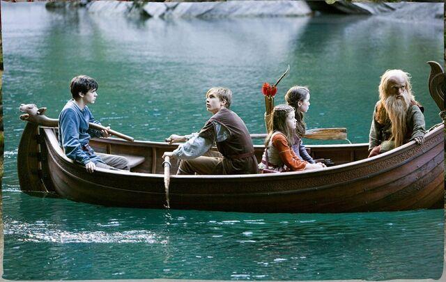 Plik:Pevensies trumpkin boat glasswater.jpg