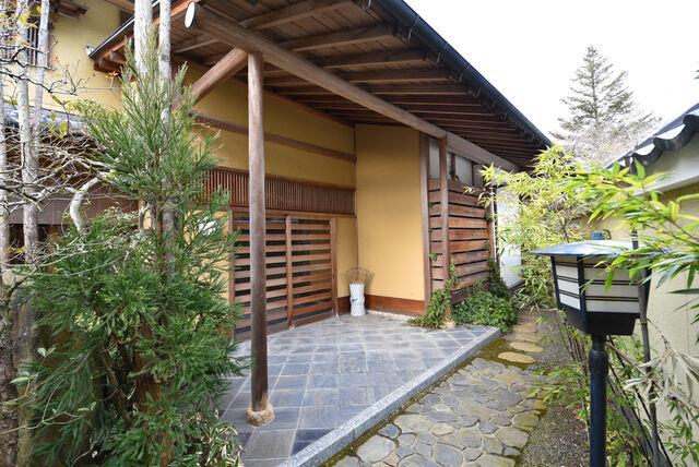 File:Entrance to Karasu's House.jpeg