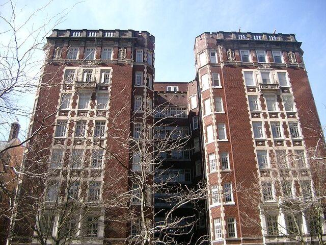 File:Lovia Carpe Diem and Princess building.jpg