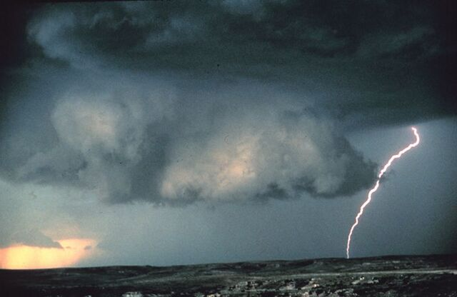 File:Wallcloud lightning.jpg