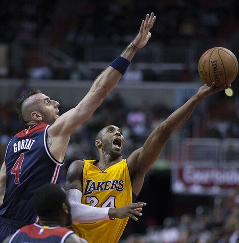 File:Kobe Bryant vs Marcin Gortat.jpg