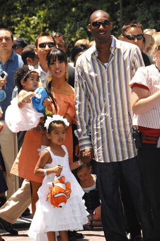 File:Kobe-bryant-family-2.jpg