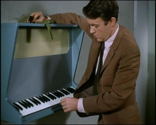 File:Richard with a musical keyboard.jpg