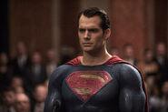 Batman-v-superman-dawn-of-justice-henry-cavill-image