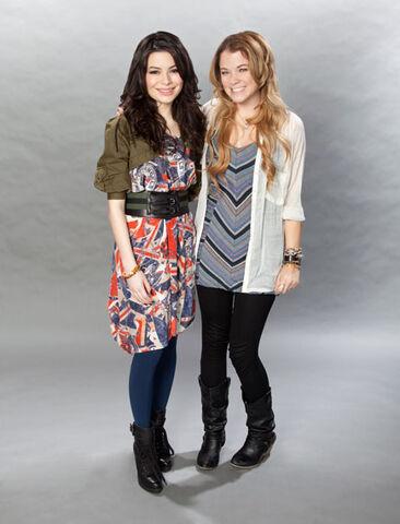File:Miranda Cosgrove MTV photoshoot (2011) -10.jpg