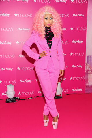 File:Nicki-macys-queens-2.jpg