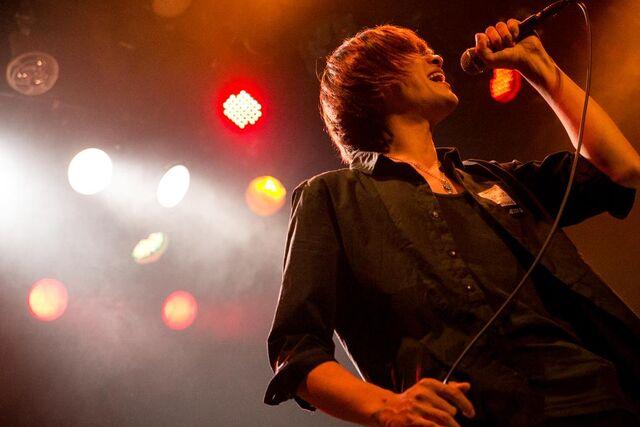 File:Isohi Kenta live.jpg