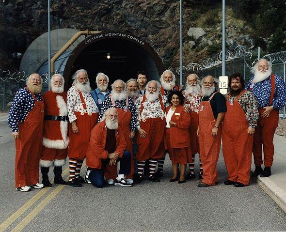 File:MAJ Robertson - Naturally Santas - Colorado Springs - CO.jpg