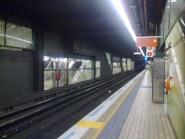 File:Town Hall Railway Station Platform 2.jpg