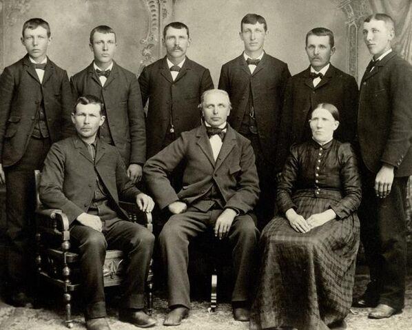 Datei:Kurt Heinrich Oelfke family.JPG