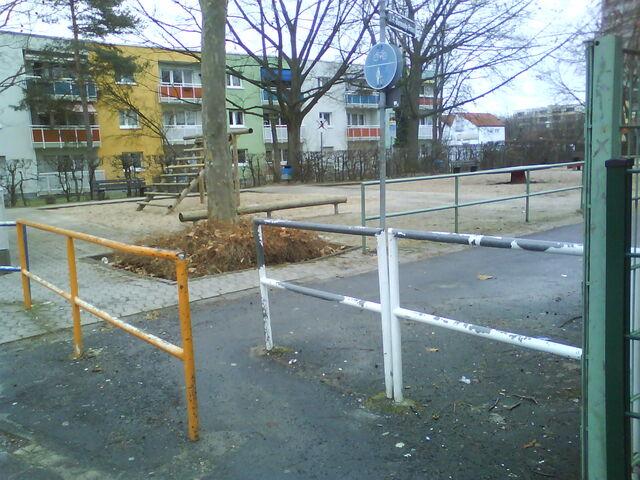 Datei:Spielplatz gegenüber Europaplatz 2.JPG