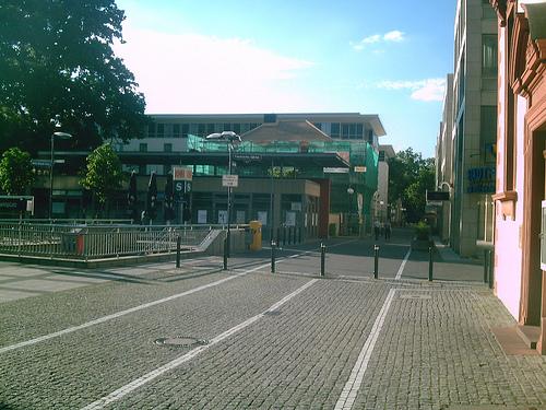 Datei:Innenstadt Richtung Büsing Palais.jpg