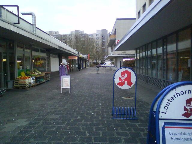 Datei:Offenbach-Lauterborn Einkaufspassage.JPG