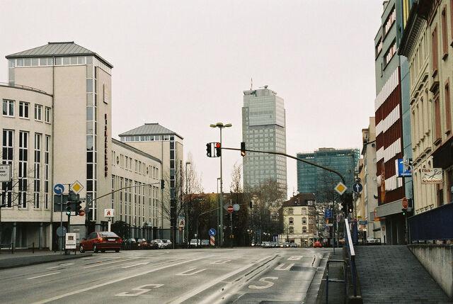Datei:Waldstraße Unterführung Richtung Innenstadt.jpg