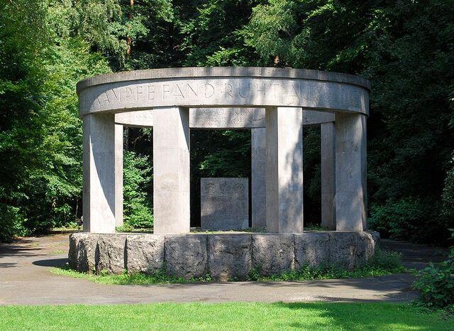 Datei:Leonhard-Eißnert-Park 6.jpg