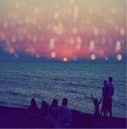 Adorable-beach-friends-light-night-photo-Favim.com-50505