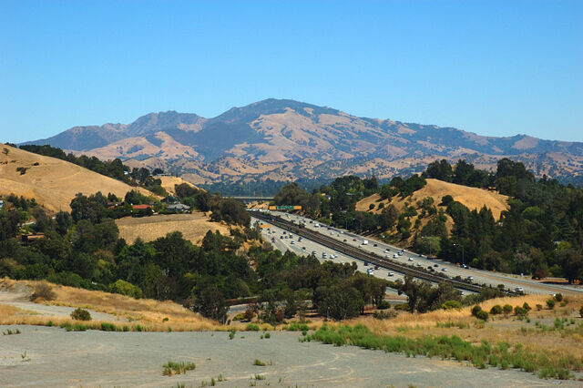File:View of Mount Diablo and CA highway 24 from Lafayette Hights.jpg