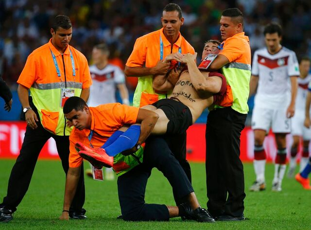 File:Streaker at World Cup 2014.jpg