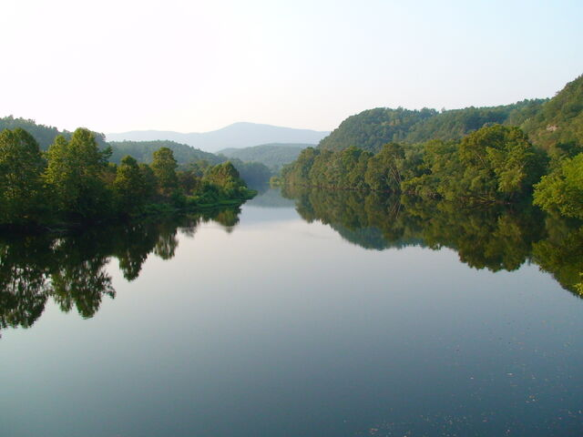 File:James River.jpg