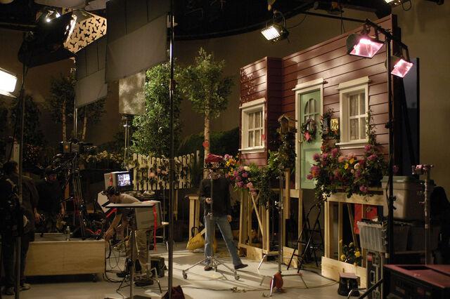 File:Oobi Noggin Nick Jr TV Show Series - Valentine! Set.jpg