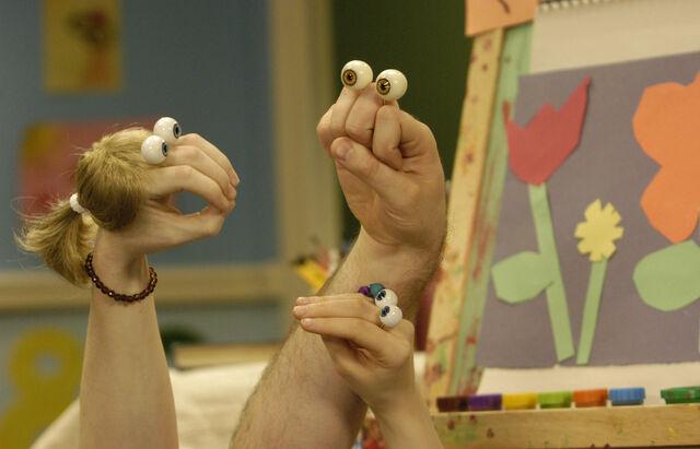 File:Oobi Uma Grampu Paula Noggin Nick Jr TV Series Show Hand Puppet Characters.jpg