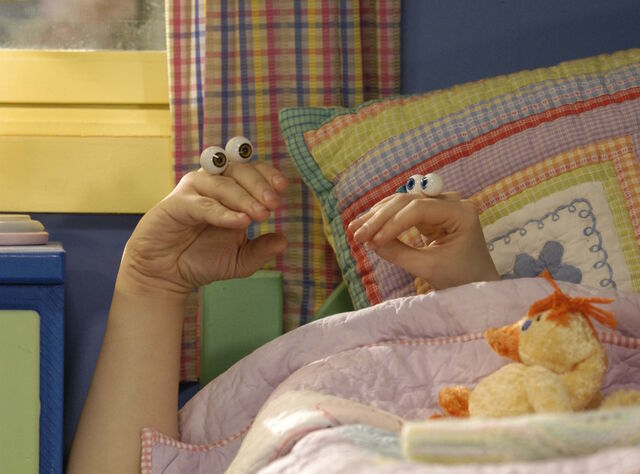 File:Noggin Nick Jr Oobi Uma Hand Puppets Characters Nickelodeon.jpg