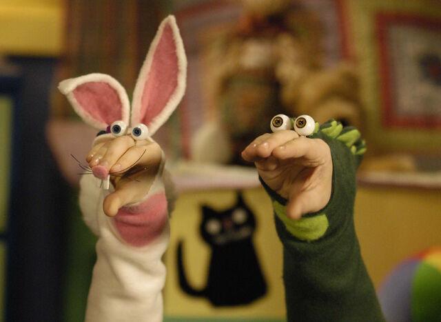 File:Noggin Oobi Halloween Uma Hand Puppets Characters Nick Jr Nickelodeon.jpg