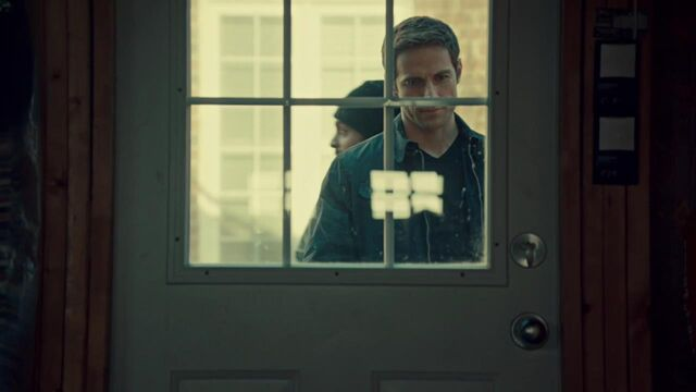 File:OrphanBlackS01E06-2009.jpg