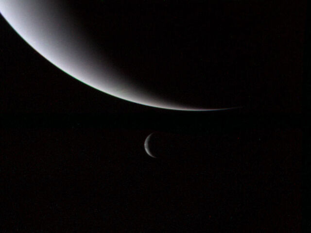 File:Voyager 2 Neptune and Triton.jpg